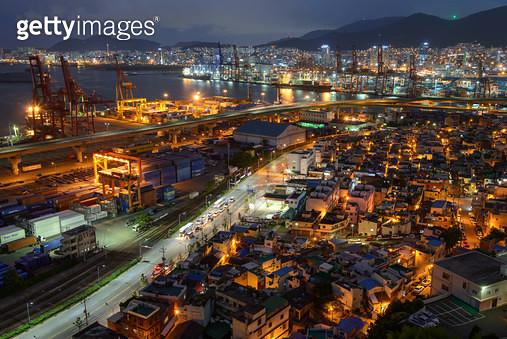 부산 남구 우암동 일대의 야경 - gettyimageskorea