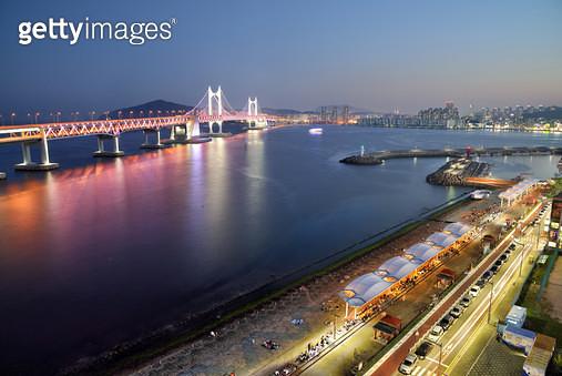 부산 민락수변공원과 광안대교 야경 - gettyimageskorea