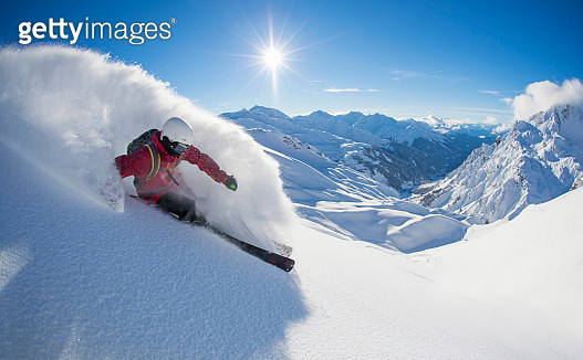 Skier downhill skiing, Zuers, Lech, Vorarlberg, Austria - gettyimageskorea