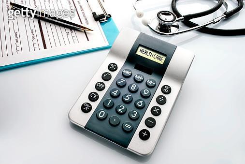 health care calculator - gettyimageskorea