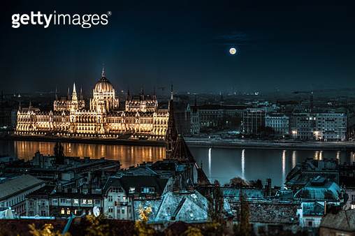 The Hungarian Parliament at night - gettyimageskorea