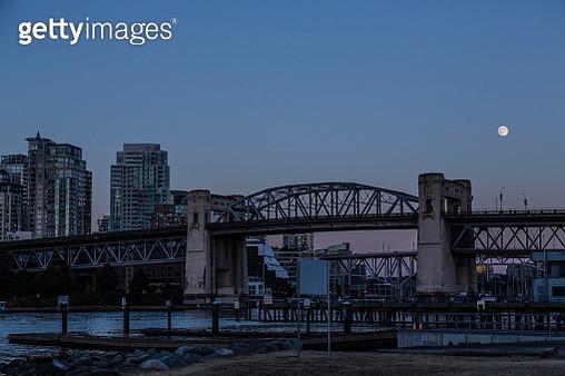 Canada, Vancouver, Bridges to Granville Island at night, moon - gettyimageskorea