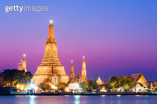 Temple of Wat Arun at sunset in Bangkok, Thailand - gettyimageskorea