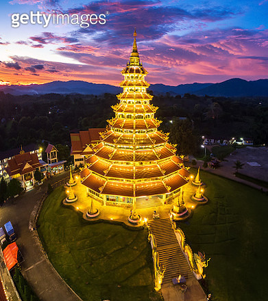 Wat Huay Pla Kang the tourist attraction place in Chiangrai. - gettyimageskorea