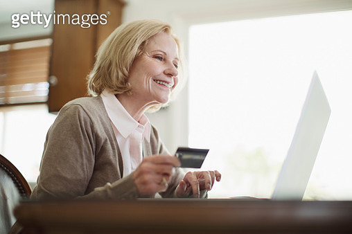 Senior woman using computer - gettyimageskorea