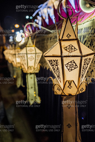 Row of paper lanterns at night, Paper Lantern Festival - Loy Krathong, Chiang Mai, Thailand - gettyimageskorea