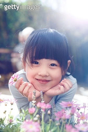The little girl is playing outside - gettyimageskorea