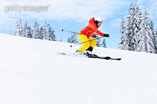 Ski holiday, Woman skiing downhill, Sudelfeld, Bavaria, Germany - gettyimageskorea