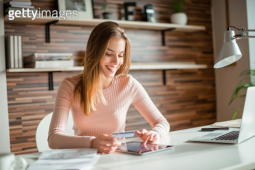 Spending money online - gettyimageskorea