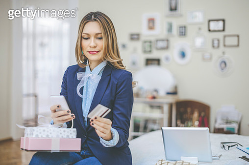 Young woman at home - gettyimageskorea
