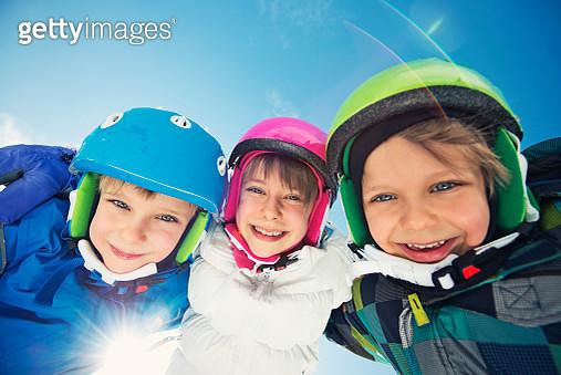 Happy little skier kids in winter - gettyimageskorea
