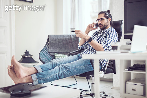 Young man at home - gettyimageskorea