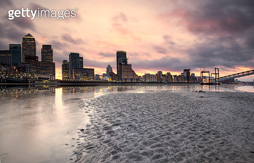 Canary Wharf sunrise reflections - gettyimageskorea