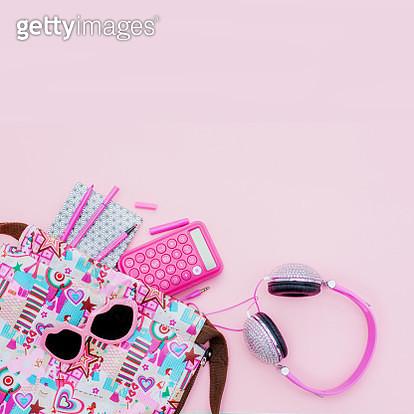 contents of teen backpack - gettyimageskorea