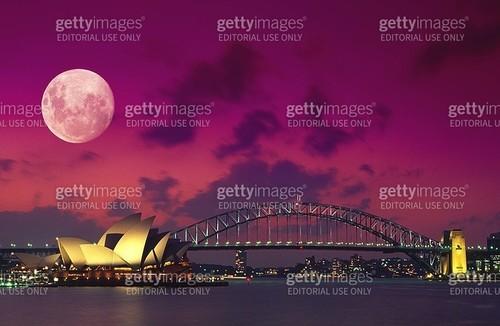 Full Moon Over Sydney Harbour - gettyimageskorea