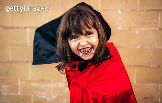 Portrait of little girl masquerade as vampire - gettyimageskorea