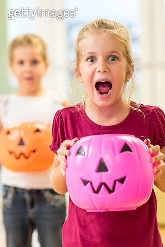 Little girls in halloween - gettyimageskorea