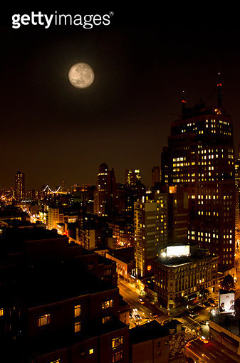Full Moon Over Manhattan - gettyimageskorea