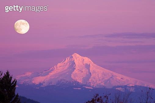 Mount Hood and Full Moon - gettyimageskorea