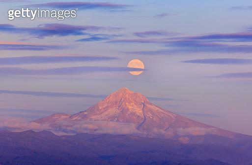 Moonrise over Mt. Hood, Oregon Cascades, Pacific Northwest, Cascade Mountains - gettyimageskorea