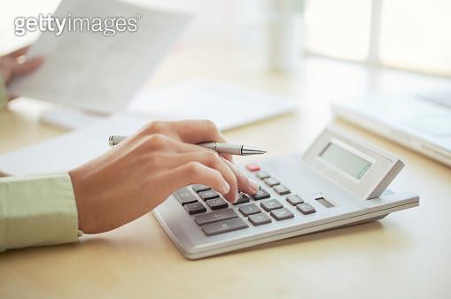 Women using large calculator - gettyimageskorea