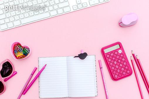 overhead  pink studio desk - gettyimageskorea