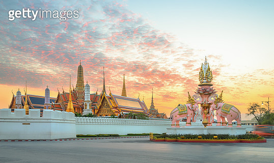 The beauty of the Emerald Buddha Temple (Wat Phra Kaew), Bangkok, Thailand - gettyimageskorea