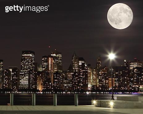 The moon over Manhattan - gettyimageskorea