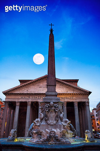 Full Moon over the Pantheon at dusk in Rome, Italy - gettyimageskorea