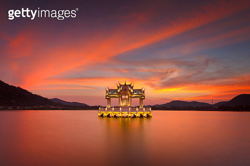 Sunset of Thai pavilion in Khao Tao reservoir - gettyimageskorea