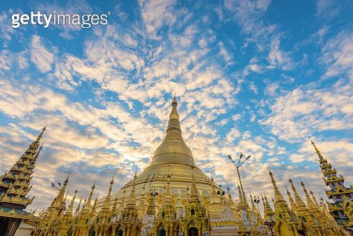 Shwedagon Pagoda twilight time in the morning before sunrise - gettyimageskorea