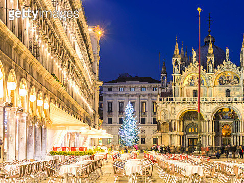 Italy, Veneto, Venice. Christmas tree in St Marks square near cathedral at dusk - gettyimageskorea