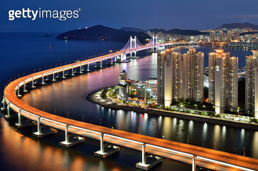 광안대교와 민락수변공원의 야경 - gettyimageskorea