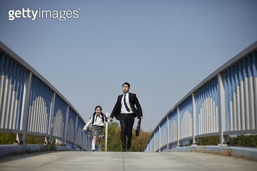 아빠와 딸 출근 등교 - gettyimageskorea