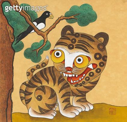 제목 : 문배도-호랑이 (2015년)<br/>소재 : 한지 채색 석채<br/>작품사이즈 : 14x16(㎝)<br/>작품 설명 : 한국화 한지 민화 민속 동물 소나무 호랑이 나무 미술작품 - gettyimageskorea