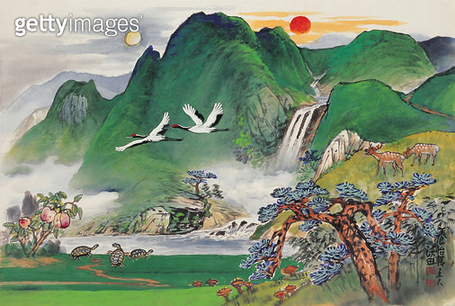 제목 : 십장생도 (2012년)<br/>소재 : 한지,수묵,채색<br/>작품사이즈 : 70 x 47(㎝)<br/>작품 설명 : 한국의 자연 - gettyimageskorea