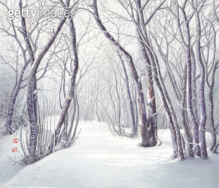 제목 : 산길 (2012년)<br/>소재 : 한지 수묵 채색<br/>작품사이즈 : 53x45(㎝)<br/>작품 설명 : 초대작가 한국화 한지 채색화 풍경 나무 길 산길 겨울 눈길 - gettyimageskorea