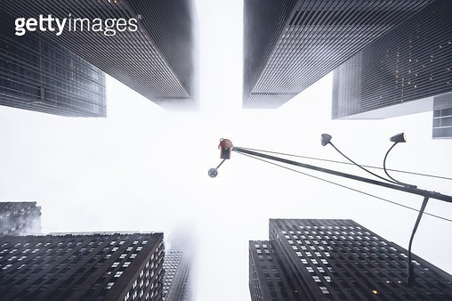 look up in middle of mid town - gettyimageskorea