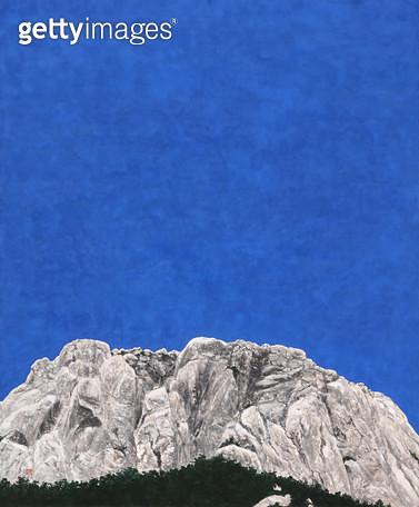 제목 : 울산바위 (2016년)<br/>소재 : 한지 채색 먹<br/>작품사이즈 : 112x92(㎝)<br/>작품 설명 : 원로중진 미술작품 한지 채색화 동양화 풍경 산 바위 하늘 나무 울산바위 - gettyimageskorea