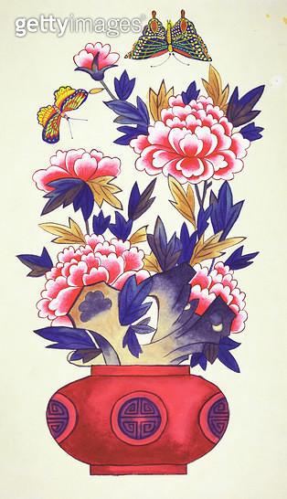 제목 : 화병도 (2016년)<br/>소재 : 한지 채색 먹<br/>작품사이즈 : 27x45(㎝)<br/>작품 설명 : 미술작품 초대작가 한국화 한지 채색화 민화 민속화 전통 일러스트 꽃 화병 꽃 나비 - gettyimageskorea