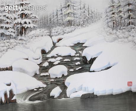 제목 : 사랑이가득한날에 11 (2014년)<br/>소재 : 한지에 채색 수묵<br/>작품사이즈 : 45x37(㎝)<br/>작품 설명 : 초대작가 동양화 한국화 설경 계곡 나무 겨울 - gettyimageskorea