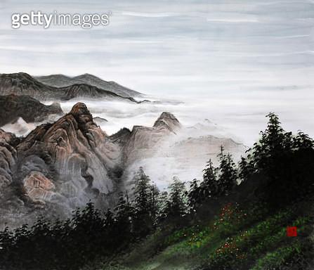 제목 : 사랑이가득한날에 12 (2014년)<br/>소재 : 한지에 채색 수묵<br/>작품사이즈 : 45x37(㎝)<br/>작품 설명 : 초대작가 동양화 한국화 산 구름 나무 먼풍경 - gettyimageskorea