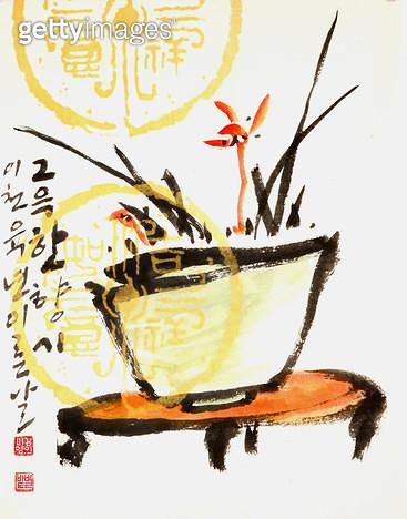 제목 : 화분-난초 (2006년)<br/>소재 : 한지 수묵 채색<br/>작품사이즈 : 25x35(㎝)<br/>작품 설명 : 초대작가 순수미술 그림 미술작품 미술이미지 한국화 수채화 문인화 난초 화분 사군자 - gettyimageskorea