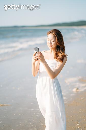해변의 여인 - gettyimageskorea