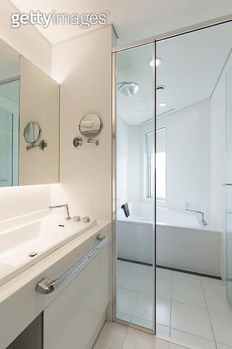 깔끔한 분위기의 욕실 - gettyimageskorea