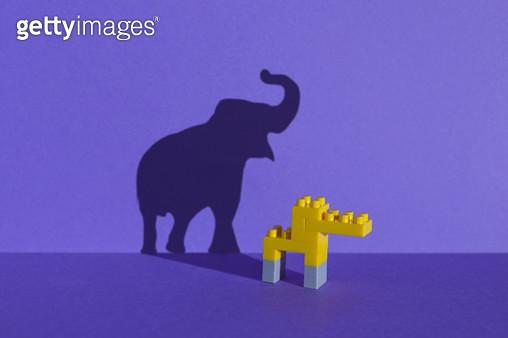 장난감 블럭으로 만든 동물원 - 코끼리 - gettyimageskorea