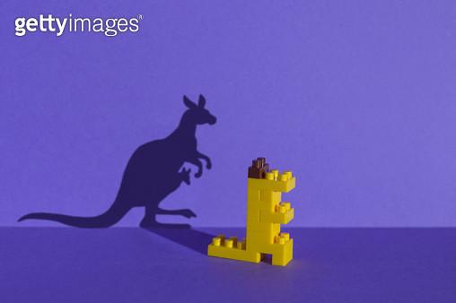 장난감 블럭으로 만든 동물원 - 캥거루 - gettyimageskorea