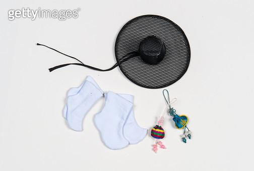 제목 : 인형의 옷-한복 (2015년)<br/>소재 : 비단 면 마 장식<br/>작품사이즈 : 인형사이즈(㎝)<br/>작품 설명 : 초대작가 전통공예 의복 인형옷 한복 한국의상 전통의상 - gettyimageskorea