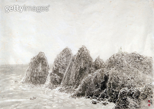 제목 : 소매물도 (2015년)<br/>소재 : 한지 수묵담채<br/>작품사이즈 : 76x54(㎝)<br/>작품 설명 : 원로중진 한국화 화선지 수묵화 풍경 섬 바다 바위 소매물도 파도 해안 - gettyimageskorea