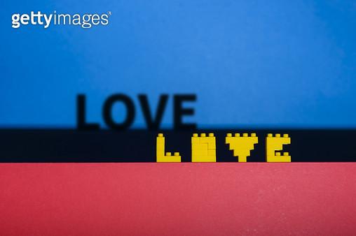 장난감 블럭으로 만든 글자 - LOVE - gettyimageskorea